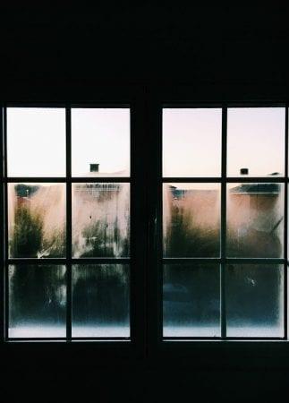 Nettoyant vitre fait-maison : 3 recettes pour dire adieux aux traces !